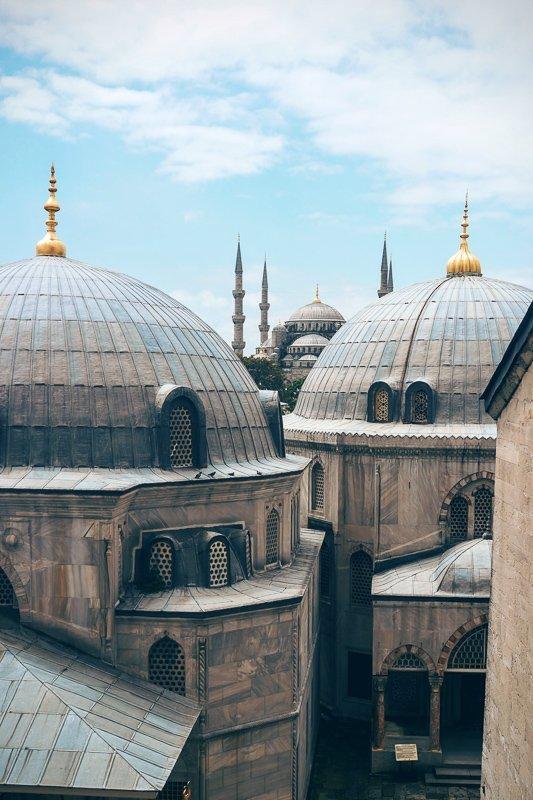 De prachtige koepels van de Blauwe Moskee.