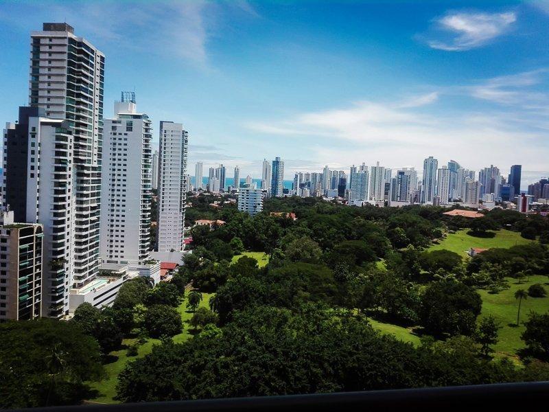 Uitzicht op Panama Stad vanaf het Metropolitan Park.