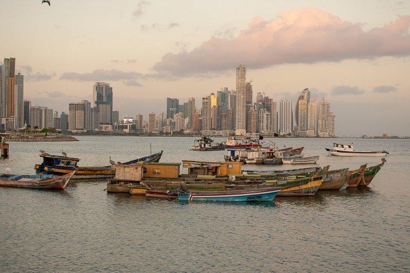 De skyline van Panama Stad.