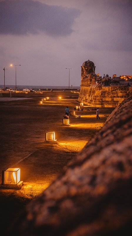 De oude stadsmuur in het historisch centrum