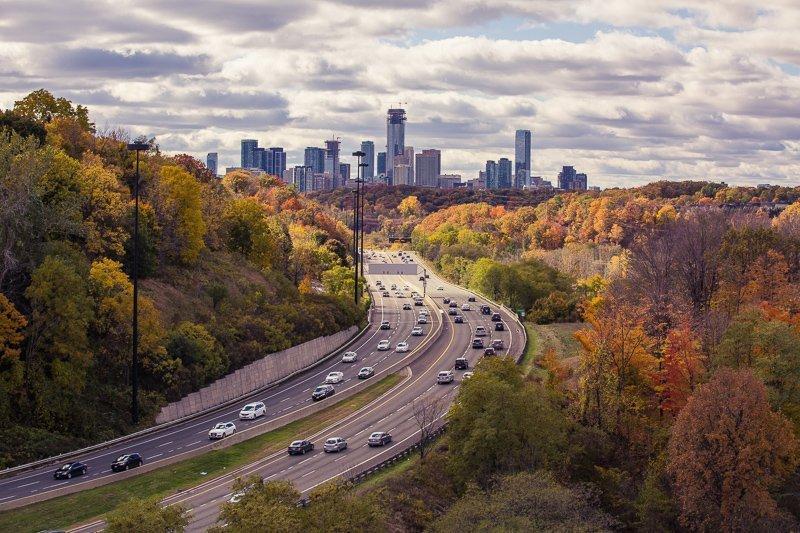In Canada kun je op verschillende manieren reizen. Denk aan een auto of camper, maar ook aan de bus en trein.