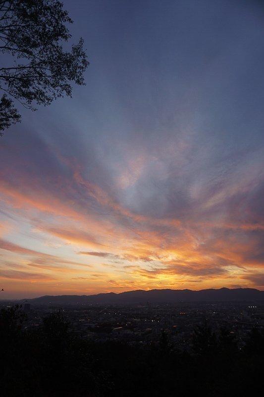 De zonsondergang in Kyoto.