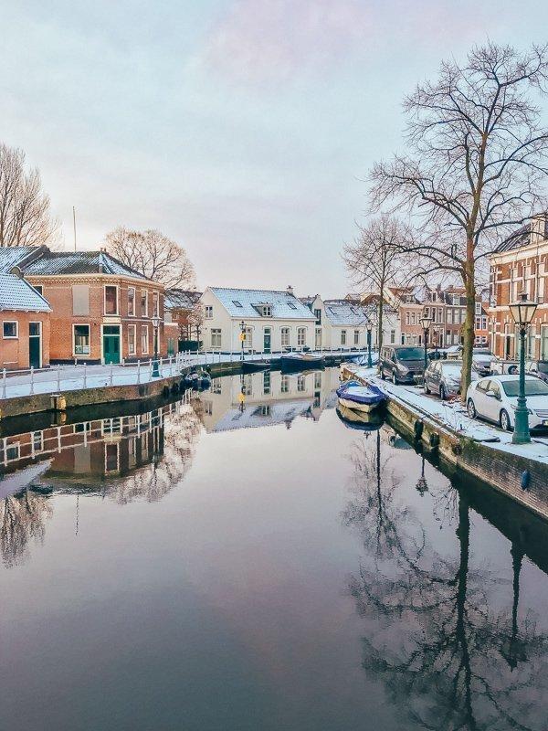 De grachten in Leiden worden tijdens de winter echt prachtig.