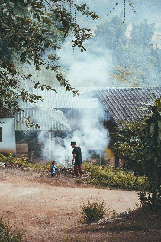 Zo leeft de Karen stam in het noorden van Thailand.