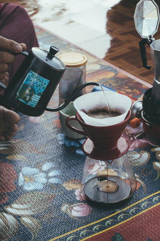 Leer koffie maken in het Doi Inthanon National Park.