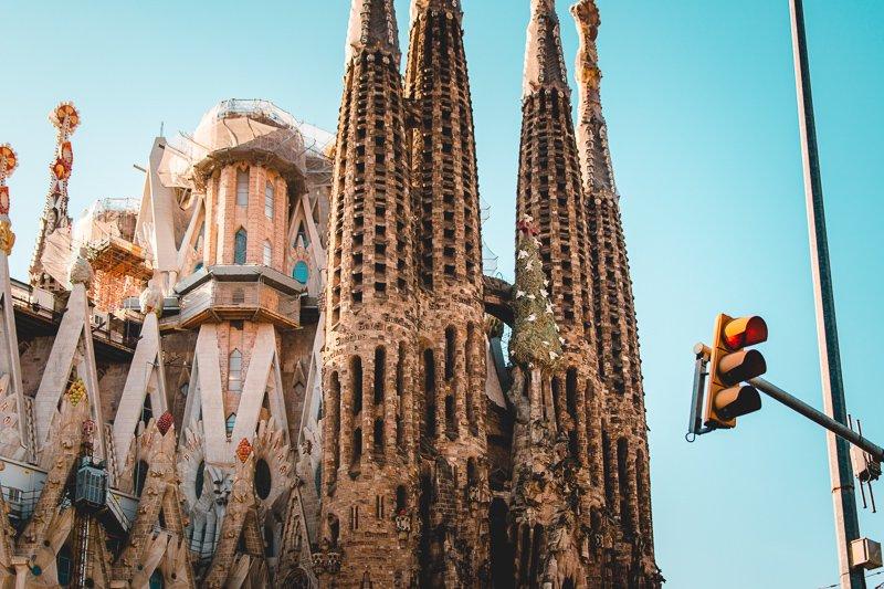 Ga op een citytrip Barcelona in de winter, waar het dan nog warmer is.