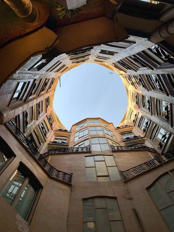 De prachtige gebouwen in Barcelona die zijn ontworpen door Gaudi.