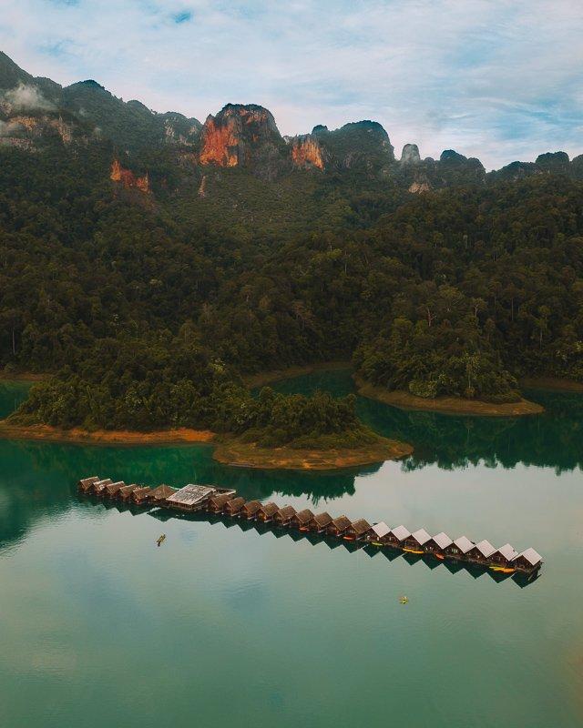 De mooie huisjes van Khao Sok Lake.
