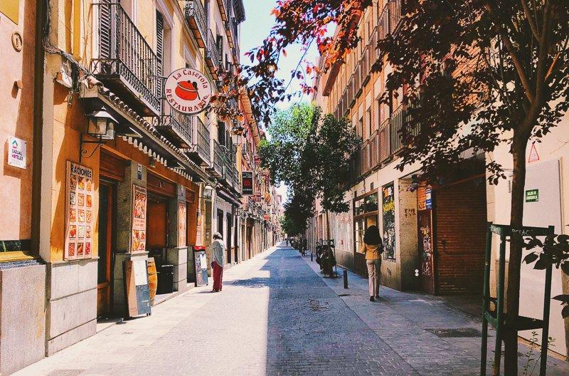 Madrid is net wat warmer gedurende de wintermaanden dan Nederland.