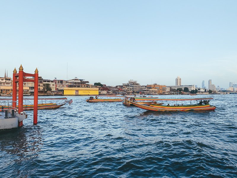 Maak een boottocht door Bangkok