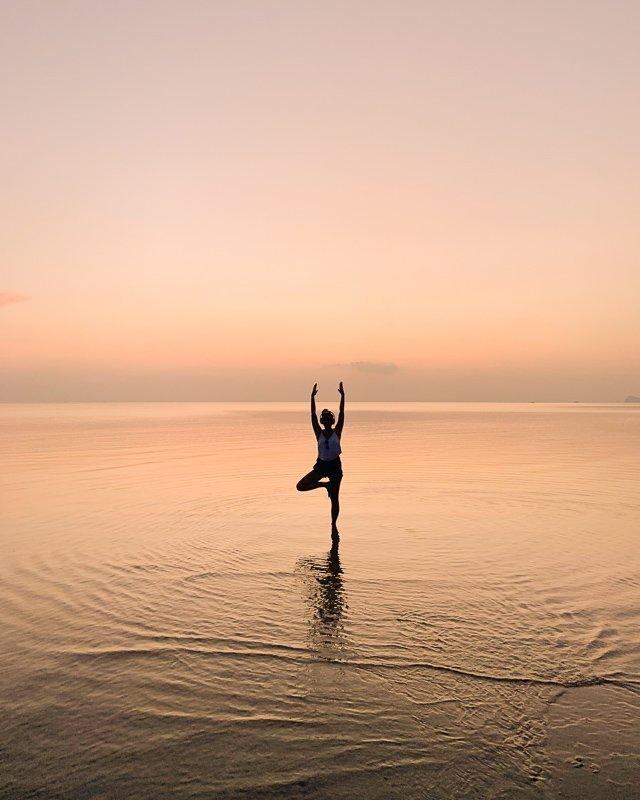 Wat te doen op Koh Phangan? Doe yoga tijdens de zonsondergang!