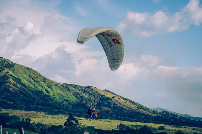 Paragliden bij Salento in Colombia