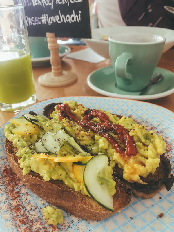 Avocado on toast bij Le K'fee