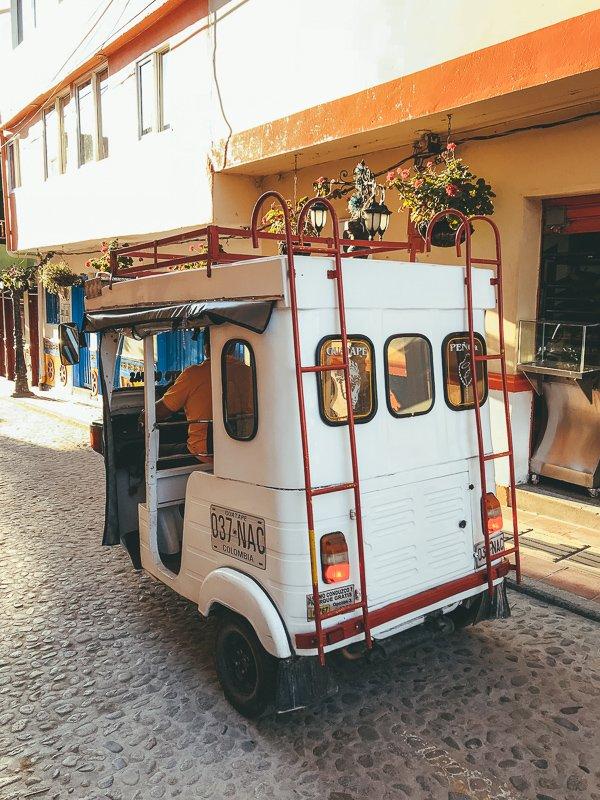 In Medellin heb je verschillende mogelijkheden omtrent vervoer.