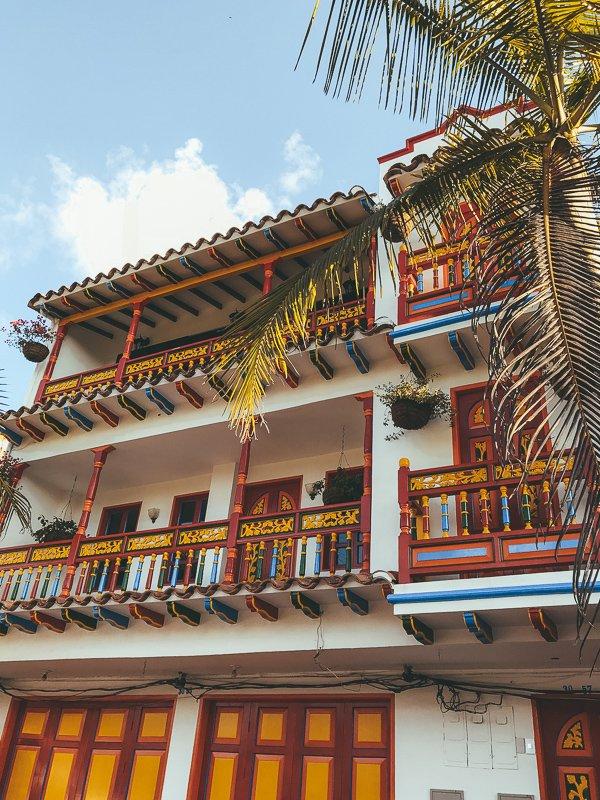 Maak een daguitstap naar Guatape in Colombia.