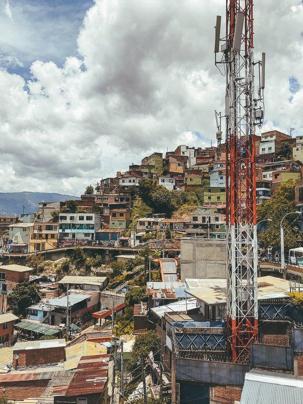 De sloppenwijken van Medellin.
