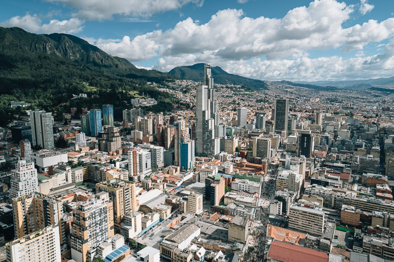 Uitzicht op de bezienswaardigheden van Bogota vanaf de Monserrate berg.