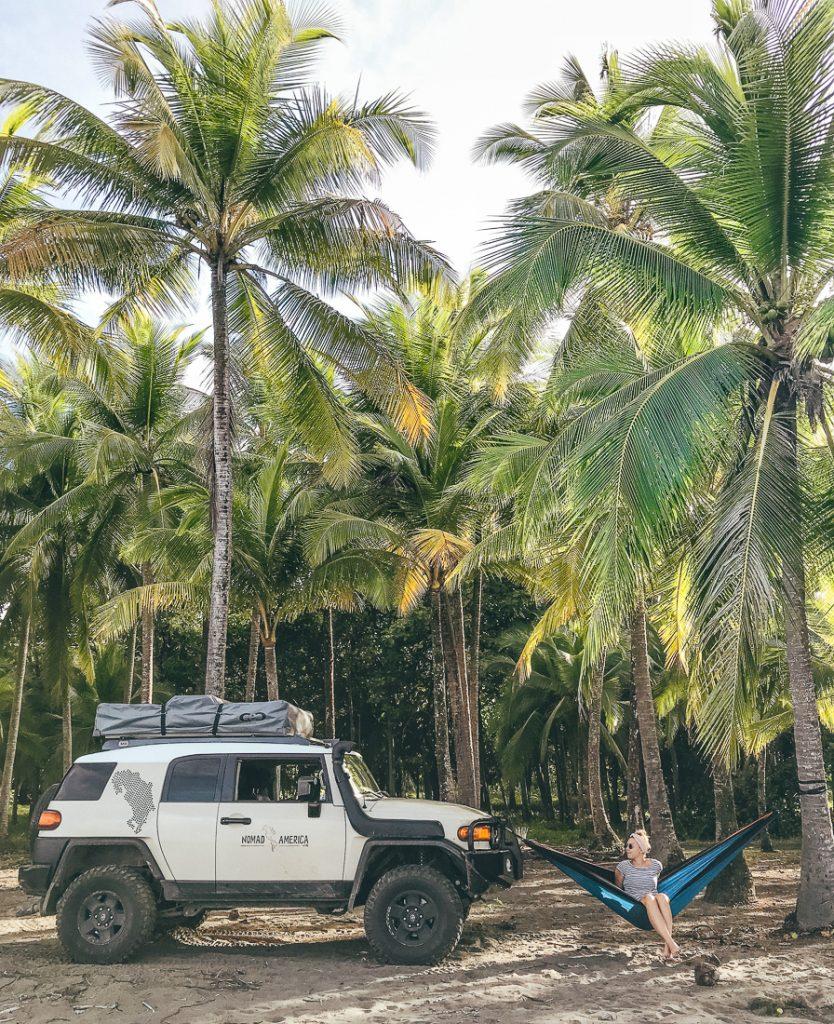 Kamperen tussen de palmbomen in Costa Rica