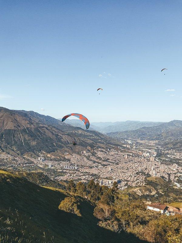 Wat te doen in Medellin? Ga zeker paragliden!