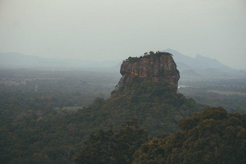 Het uitzicht vanaf de Pidurangala Rock in Sigiriya