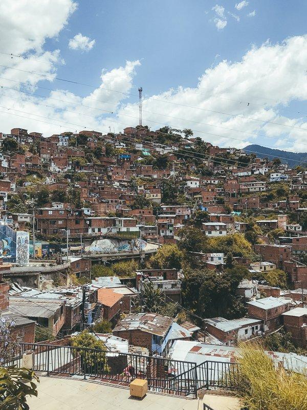 In Medellin kun je het beste met de metro reizen.