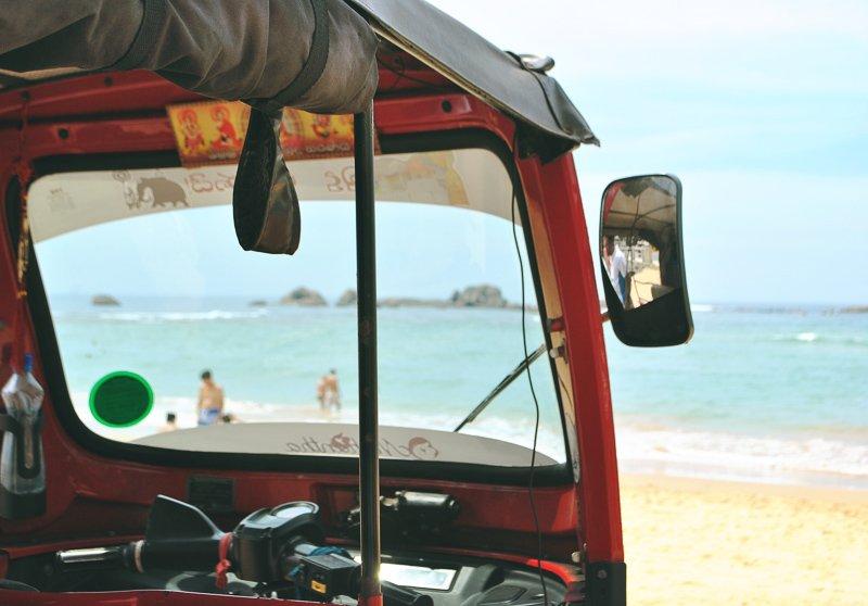 Huur een eigen tuktuk en doorkruis het land op jouw tempo.