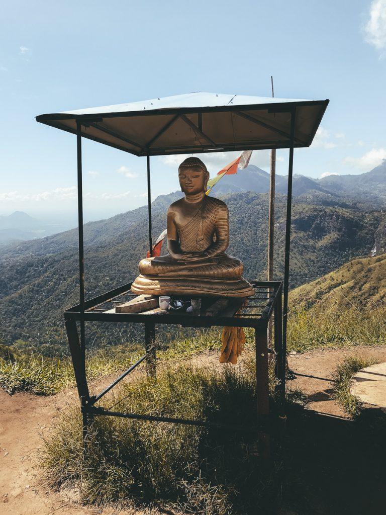 Boeddha aan de top van Little Adam's Peak