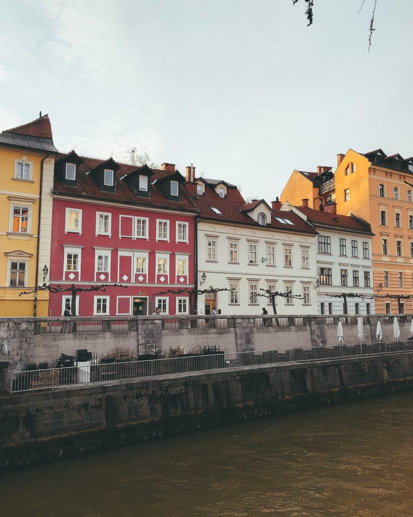De kleurrijke gebouwen in Ljubljana