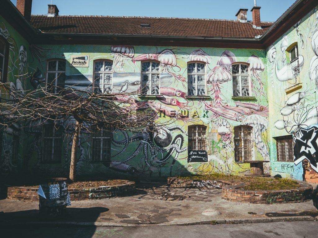 Street art bij Metelkova