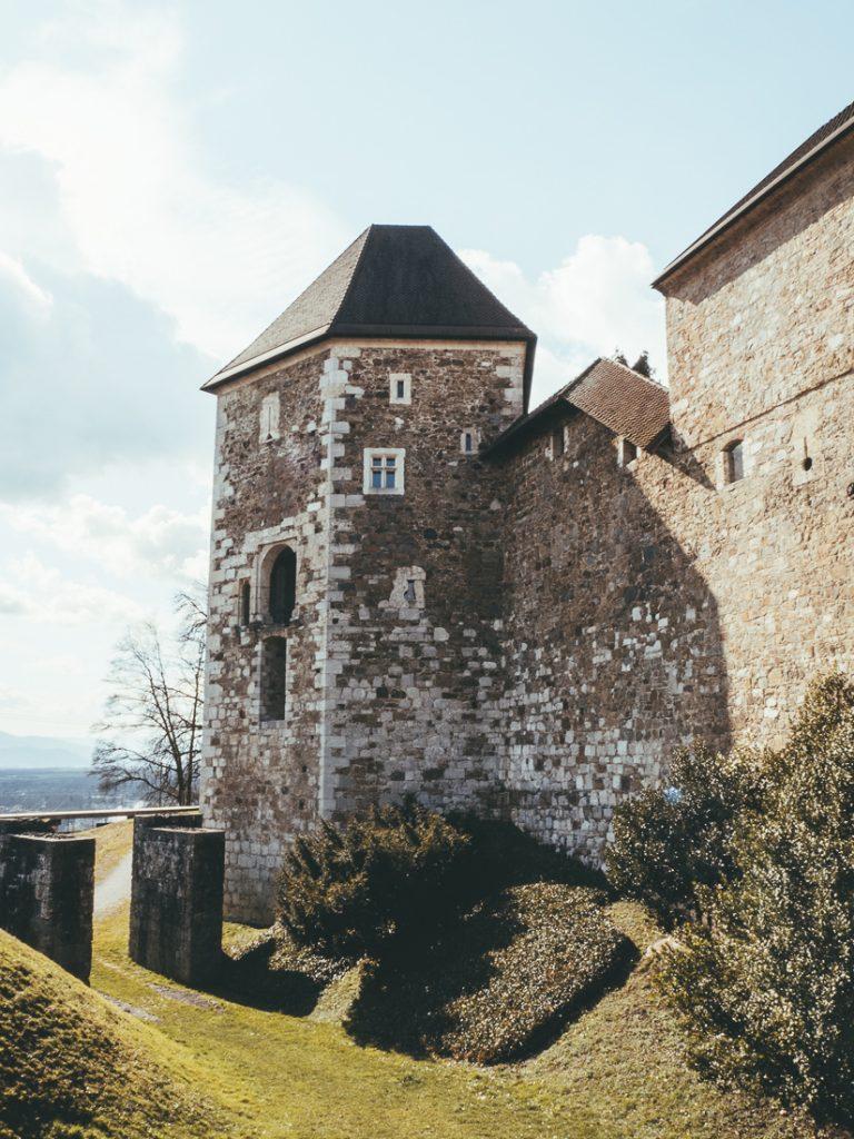 Het kasteel is een van de belangrijkste bezienswaardigheden van Ljubljana