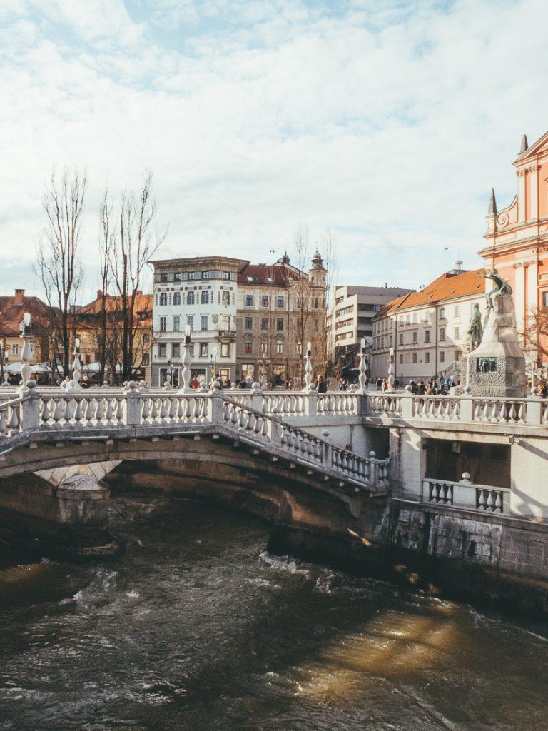 De waterkant van Ljubljana centrum