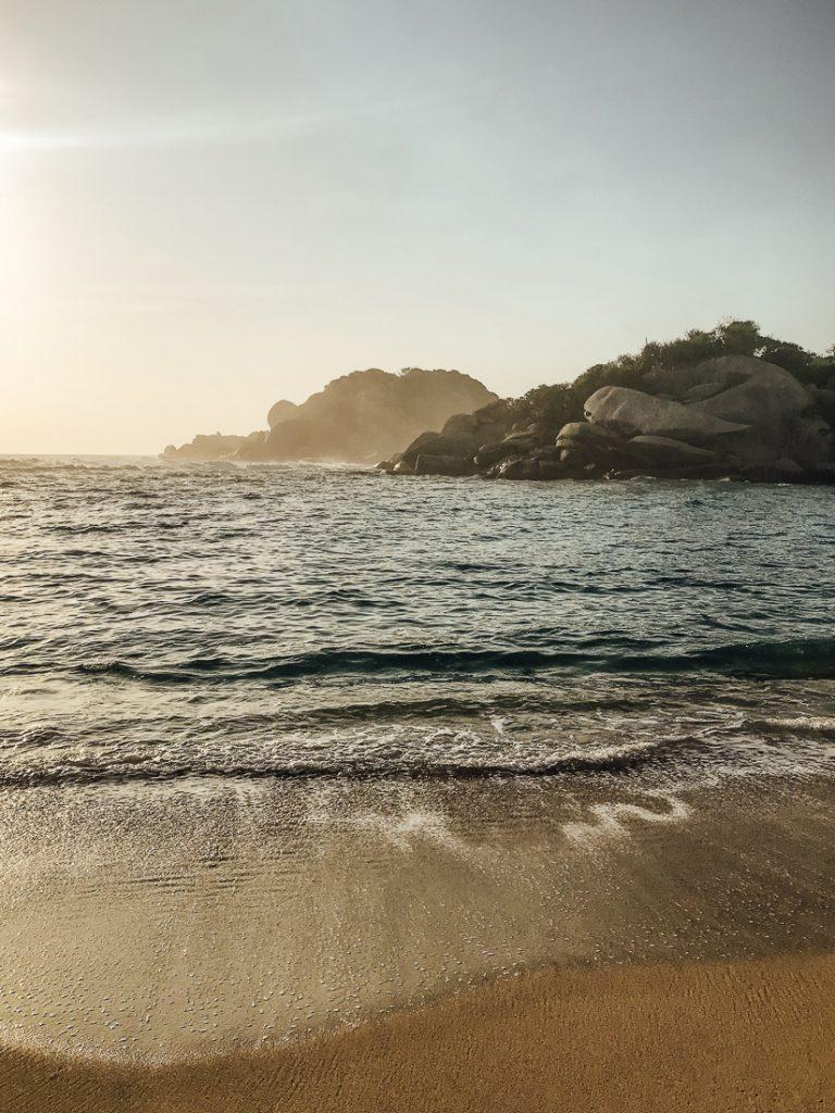 Zonsopgang bij het strand.