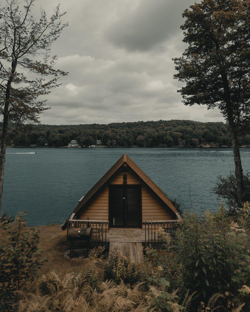 Een tiny house in de natuur