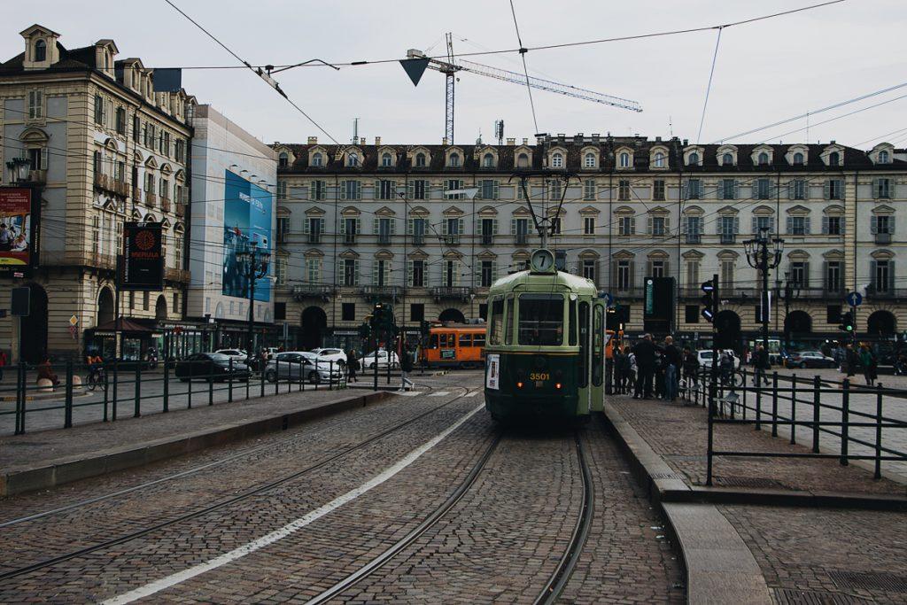 Het straatbeeld van de stad in Noord-Italië