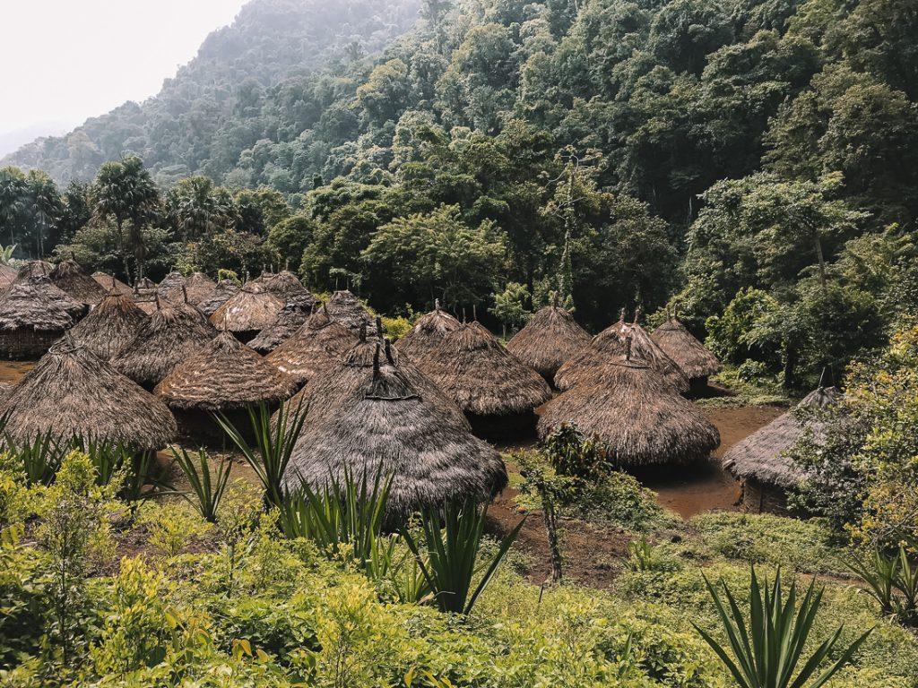 Een indianendorp op weg naar de Ciudad Perdida in Colombia