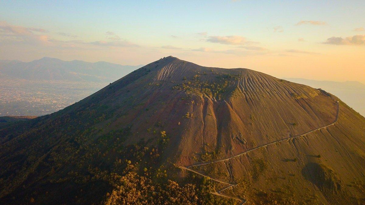Hier vind je alles wat je moet weten over het beklimmen van de Vesuvius vulkaan