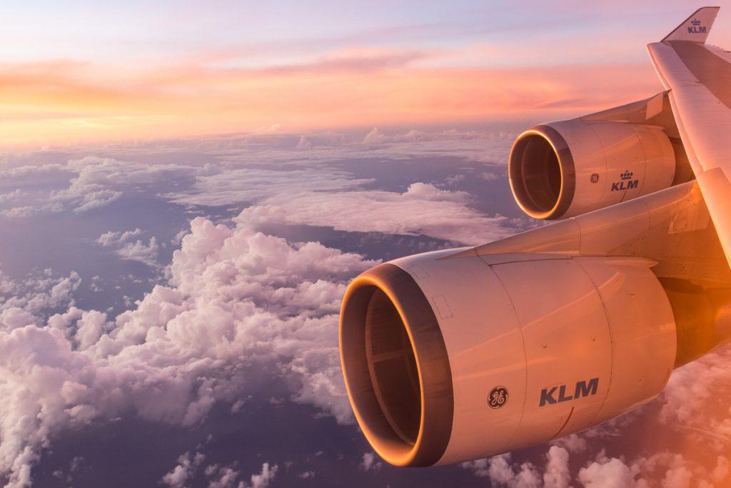Zonsondergang tijdens een vlucht met KLM
