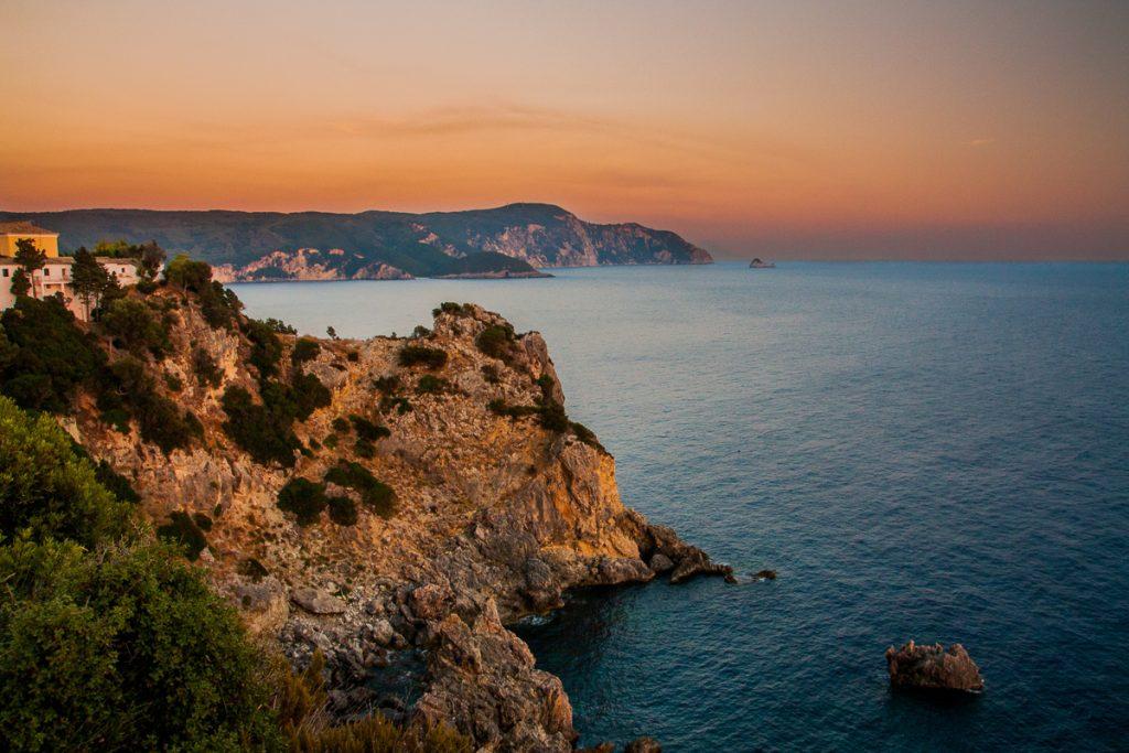 Zonsondergang tijdens het paardrijden op Corfu
