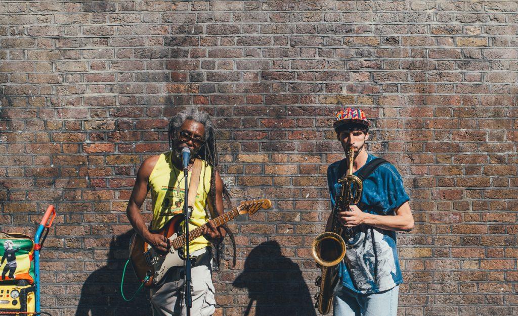 Straatartiesten op de Brick Lane Market
