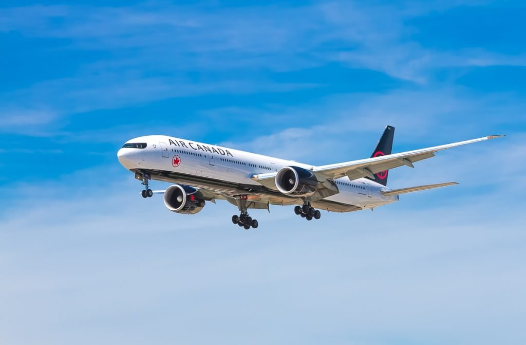 Een vliegtuig van Air Canada in de lucht
