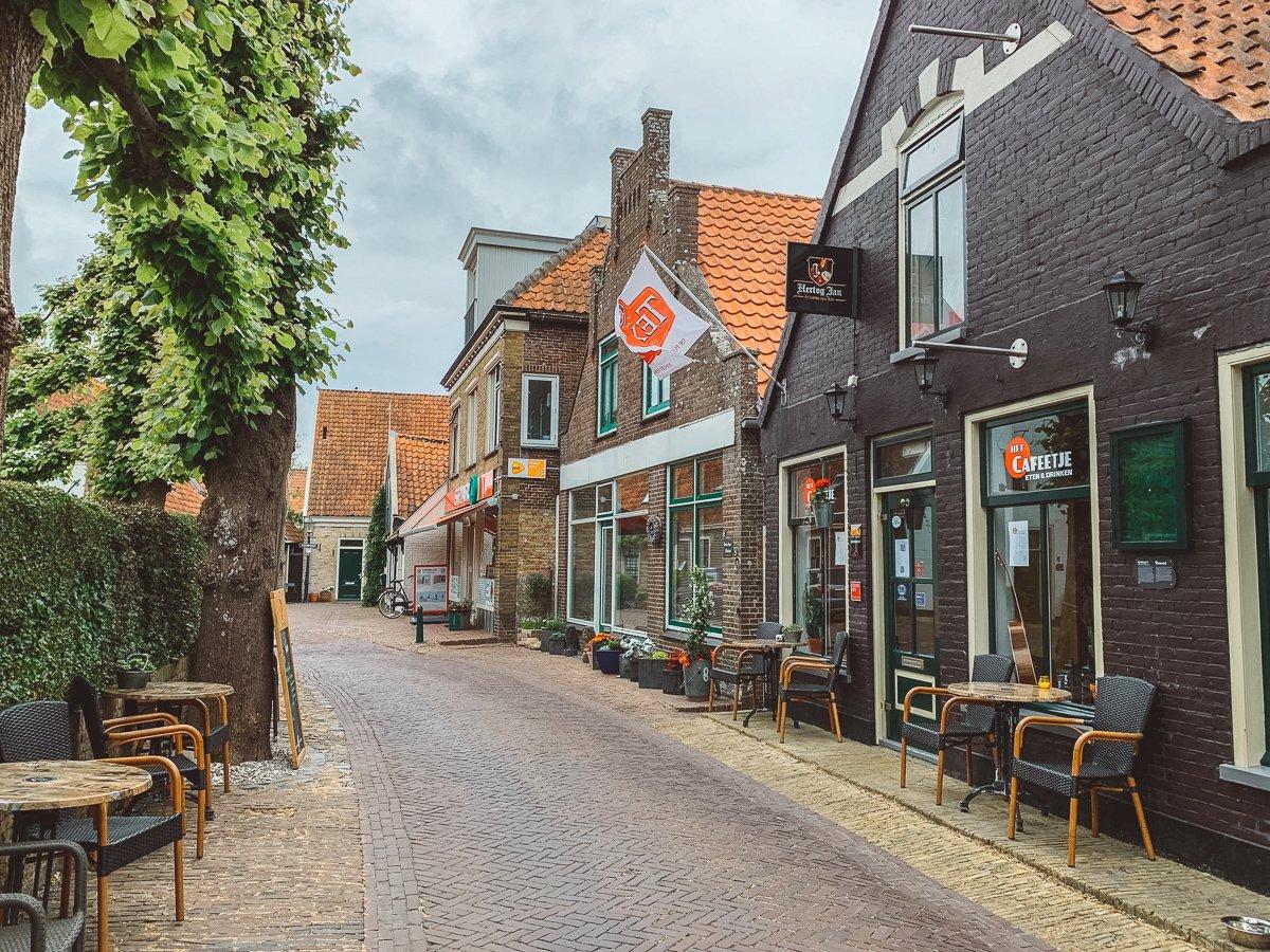 Een idyllisch straatje in Oosterende