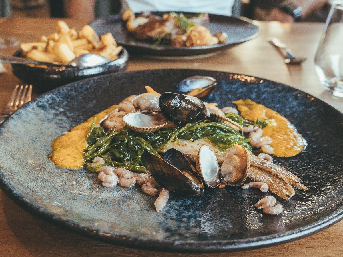 Sliptongetjes met mosselen, kokkels en garnalen op Texel