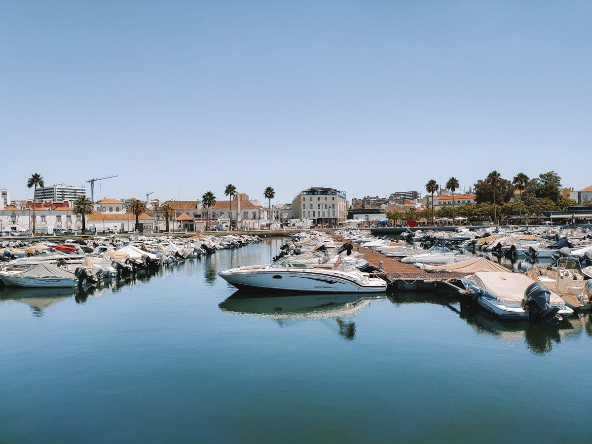 De haven van Faro in Portugal
