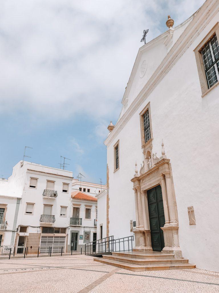 Witte gebouwen in Faro