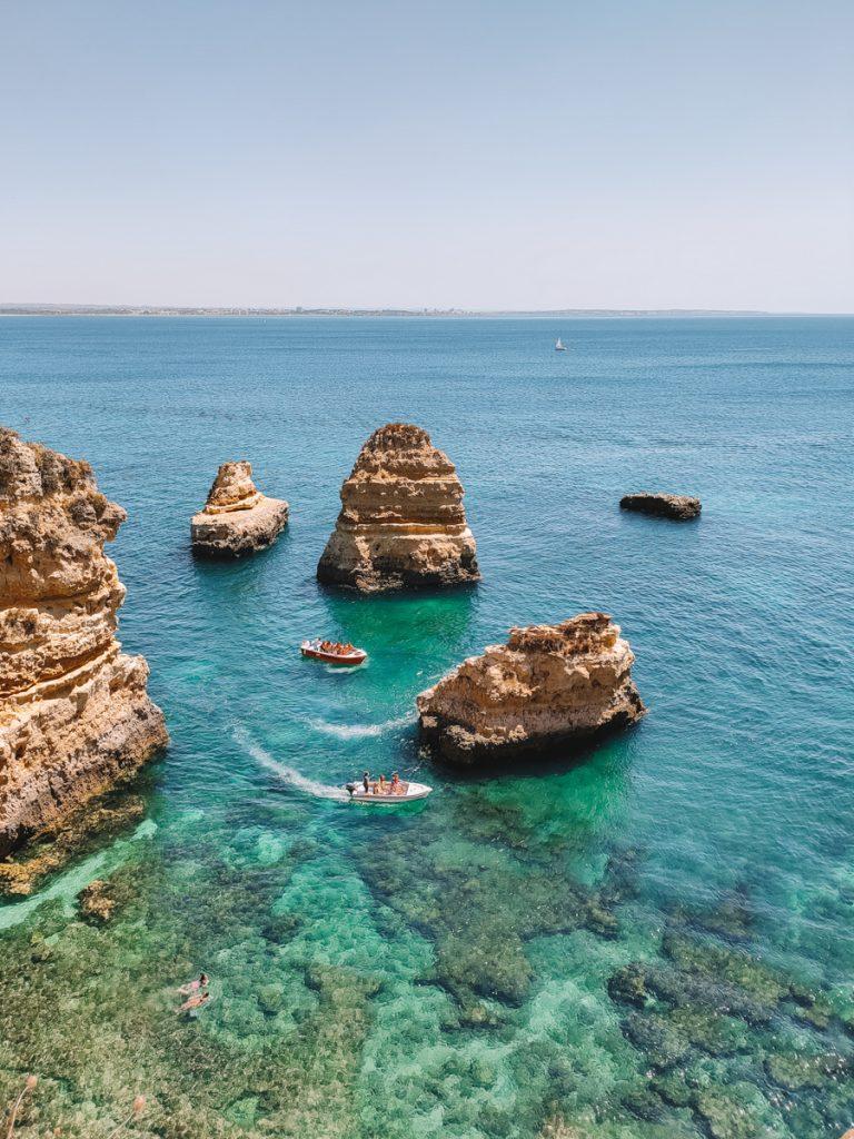 De kust bij Lagos in Portugal