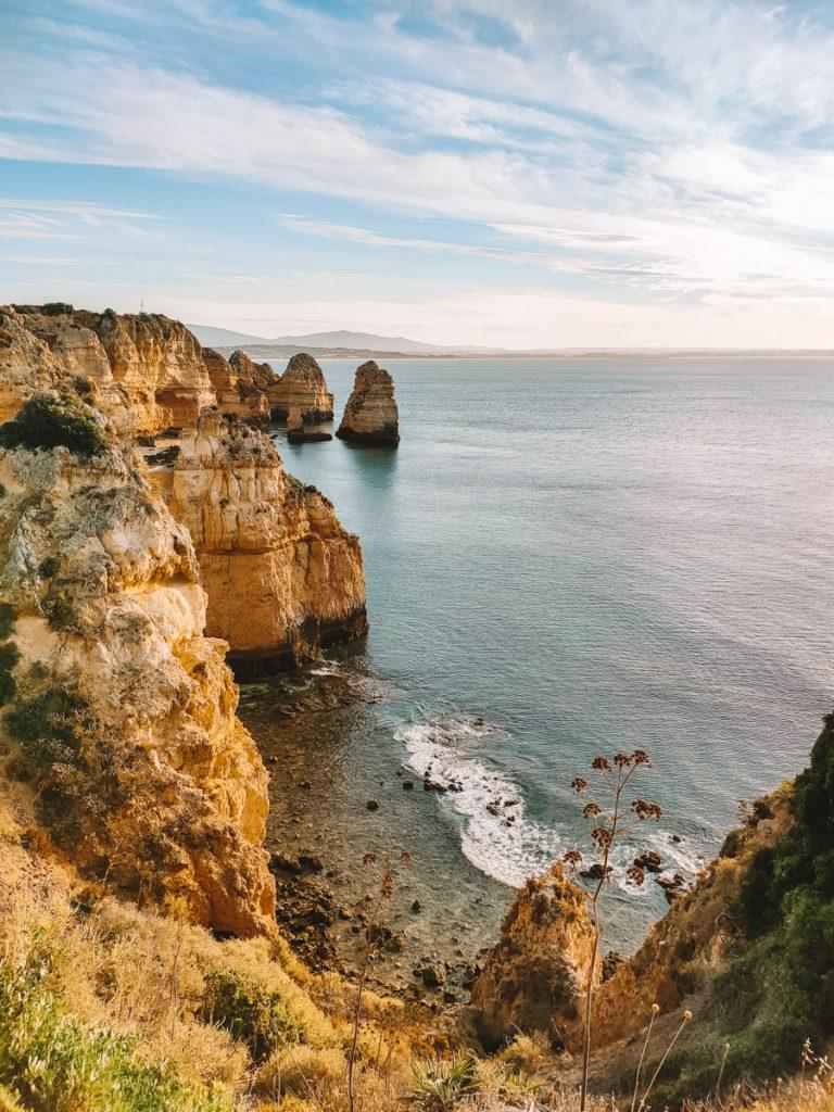 De kliffen van Ponte da Piedade in Portugal