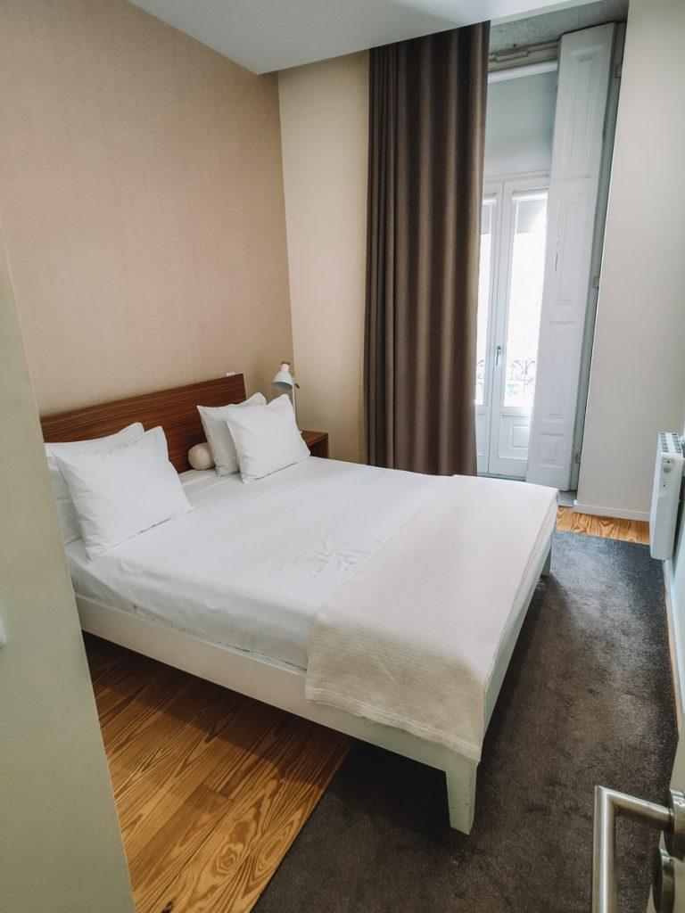 De slaapkamer van het appartement