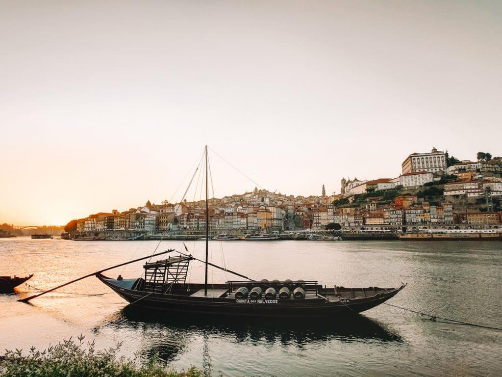 Zonsondergang in Porto is een van de tofste bezienswaardigheden van Portugal