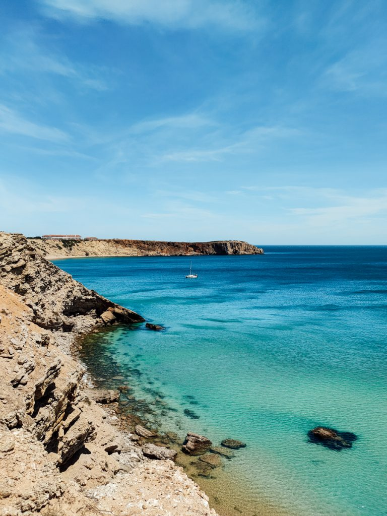 De ruige kust bij Sagres
