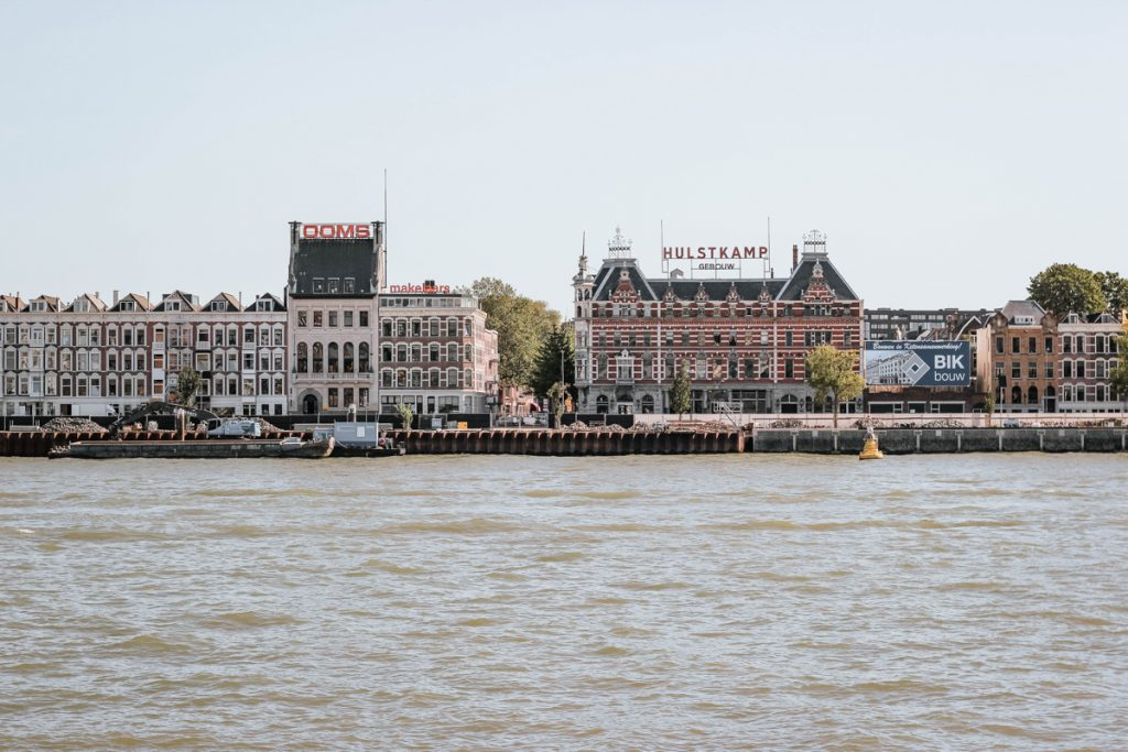 De prachtige panden in Rotterdam vanaf het water